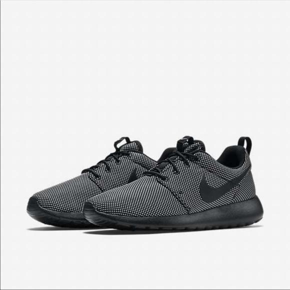 new styles 1dd0d 82f78 Nike Roshe Run Black Wolf Grey Sneakers Sz 8